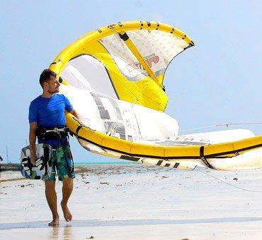 kitesurfing school rentals diani beach kenya kitemotion