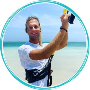 kitemotion-kenya-kitesurfing-diani-beach-adrian-bartyzel