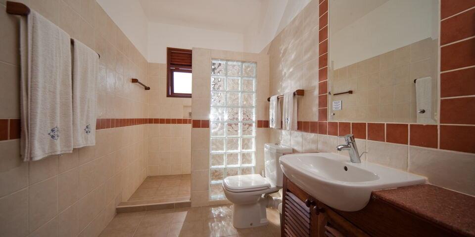 lantana-galu-beach-Apartment-Bungalow-Bathroom