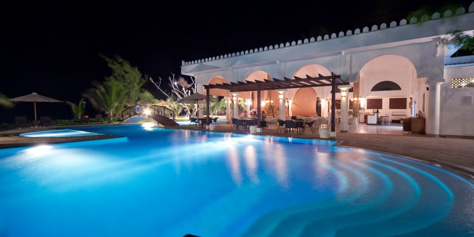 lantana-galu-beach-Restaurant-pool